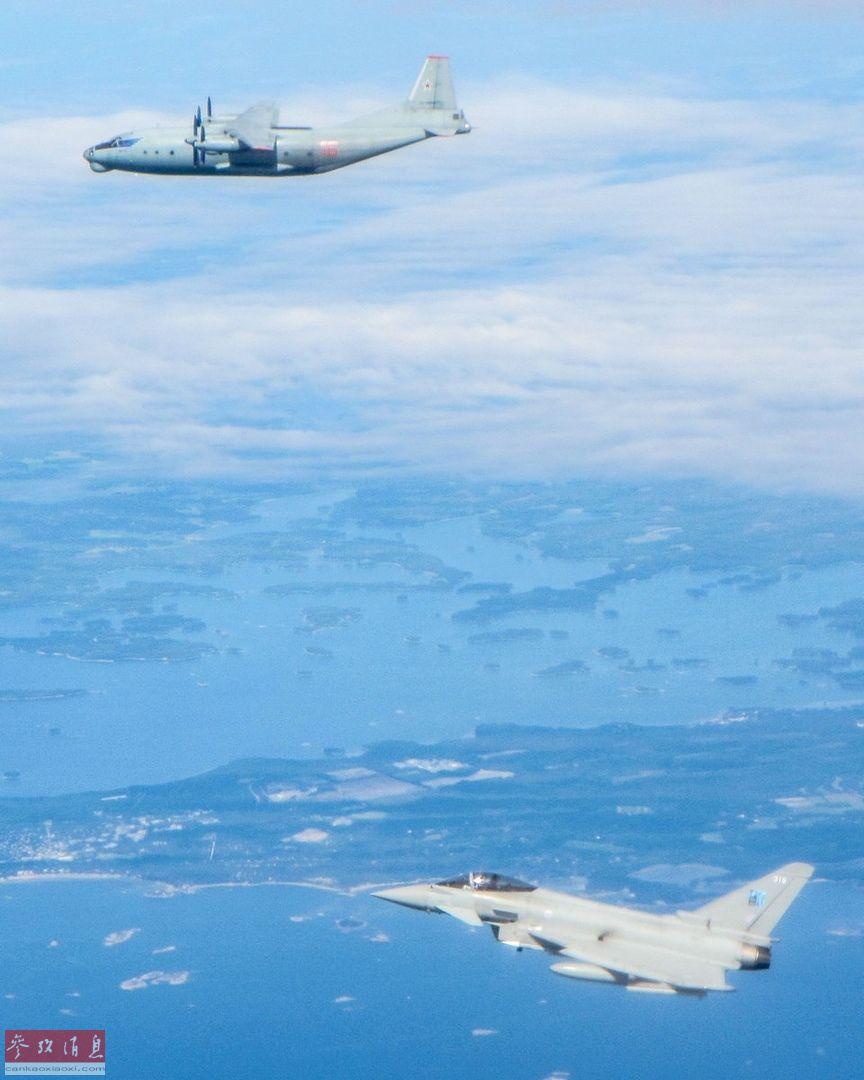 """英军""""台风""""战机对俄军安-12运输机进行伴飞监视。"""
