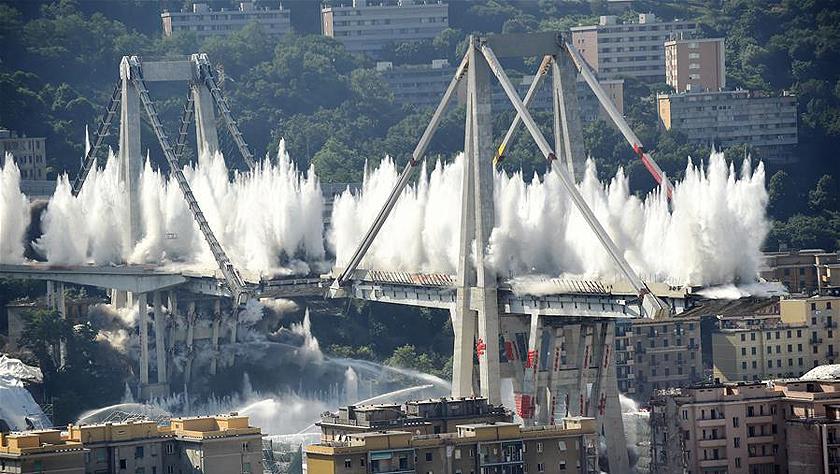 意大利坍塌事故公路桥被炸毁