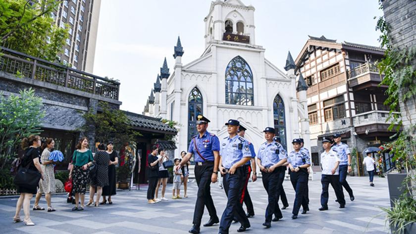 中意在重庆开展联合警务巡逻