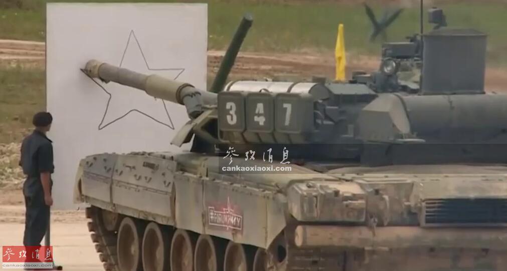 """提起坦克,大家都知道是""""陆战之王""""的代名词,但坦克有时也会干些""""副业"""",例如端啤酒或者""""当画家""""等。近日,俄陆军T-80U坦克就在""""军队-2019""""防展上罕见表演了用主炮画五星的绝技(如图所示)。17"""