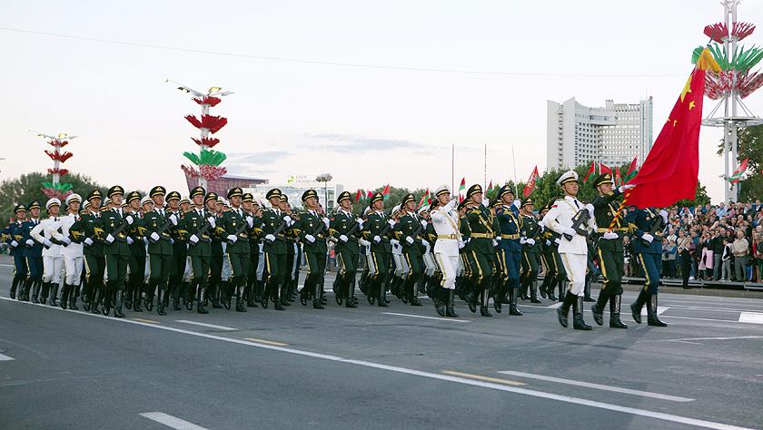 白俄罗斯举行庆祝独立日阅兵式