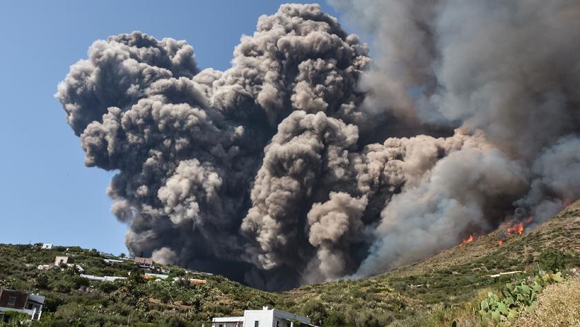 意大利斯特龙博利火山喷发致一死一伤