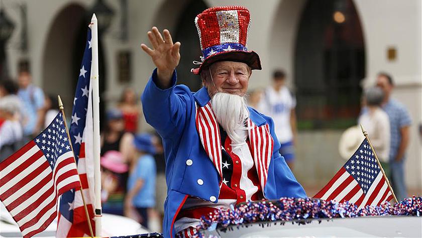 美國圣巴巴拉舉行獨立日游行