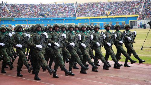 卢旺达大阅兵用普通话喊口令 港媒:接受解放军教官训练