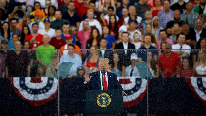 民调显示特朗普支持率创新高 但多数民众不满其执政表现