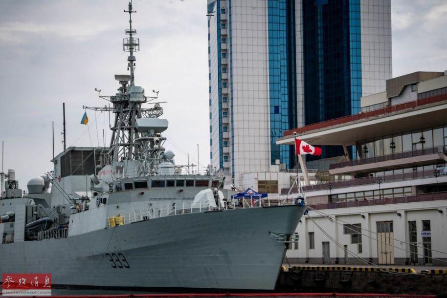 """参演的加拿大海军""""多伦多""""号护卫舰。"""