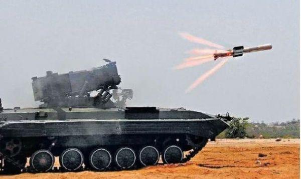 """印军试射""""纳格""""反坦克导弹资料图。"""