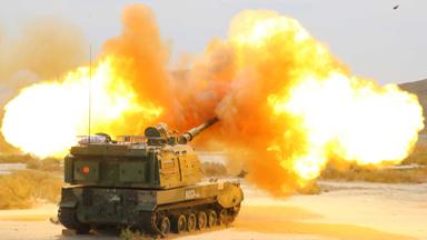 重火力打击!陆军远火炮兵戈壁实弹打靶