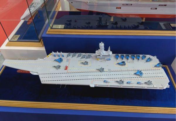 图片说明  俄罗斯克雷洛夫国家科学中心公开的未来中型航母模型(美