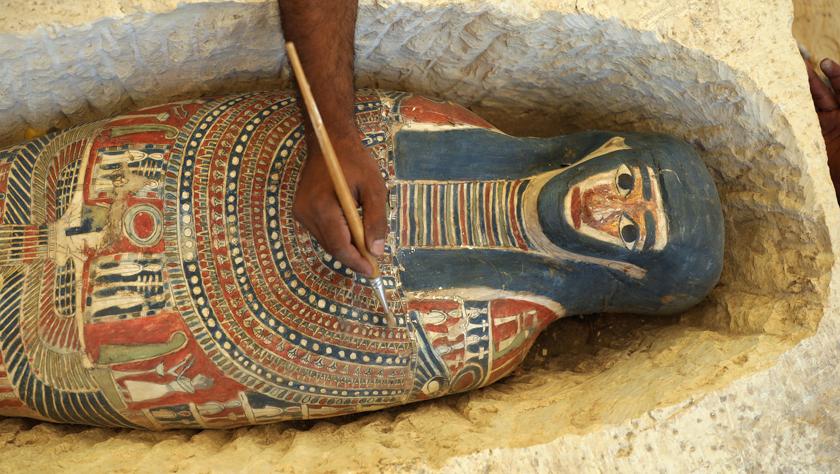 埃及4500年历史的弯曲金字塔内部墓室向游客开放
