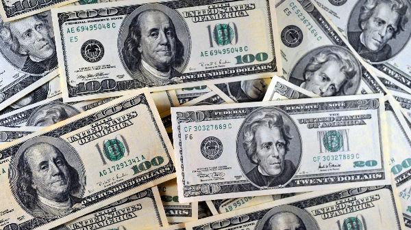 """俄媒分析:美元贬值对美国是把""""双刃剑"""""""