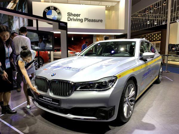 配备L4级自动驾驶技术的宝马7系测试车