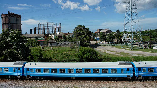 外媒:古巴铁路用上中国列车 票价低设施好乘客很激动