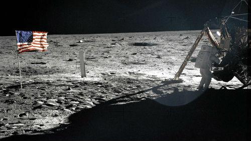 西媒:月球上没有空气,美国国旗是如何飘起来的?