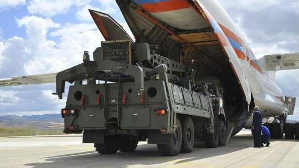 搭载S-400货机飞抵土耳其 埃尔多安:已派百人赴俄受训