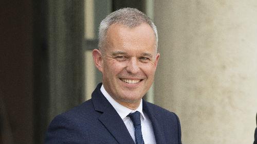 """外媒:法国国务部长因""""龙虾腐败""""风波宣布辞职"""