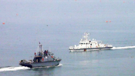 韩军又闹乌龙 韩媒:将渔网浮标当朝鲜潜艇潜望镜