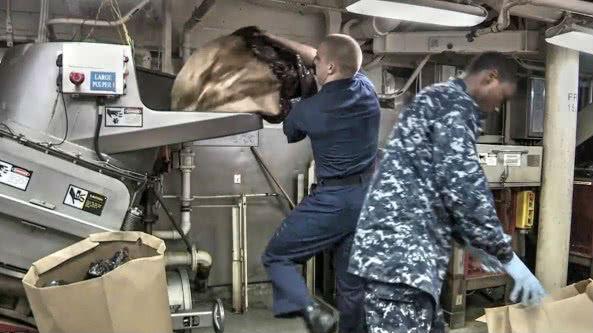 """军情锐评:垃圾分类""""海军篇""""!中美军舰在大洋上如何处理垃圾"""