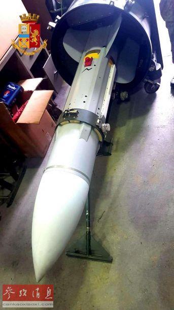"""此次缴获的S530F(又称""""超530F"""")导弹由法国马特拉公司基于R530中距空空导弹改进而来,于1979年投入服役,采用半主动雷达制导,最大射程25千米,最大飞行速度4.5马赫,可搭载30公斤高爆破片战斗部。"""