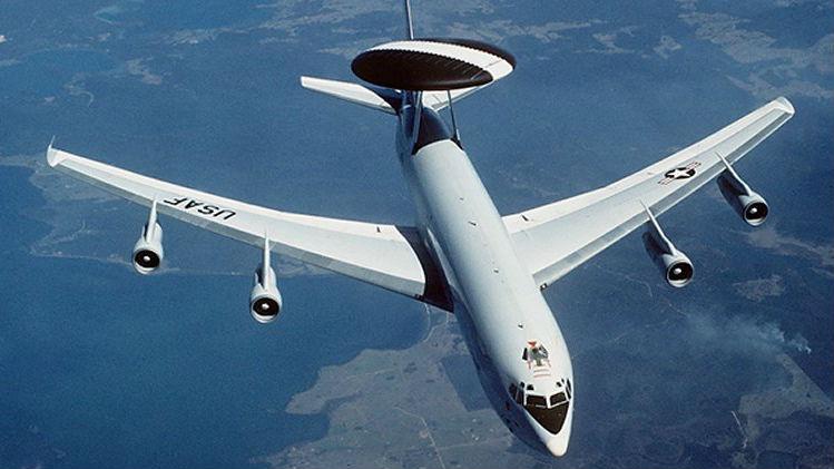 价值超3亿美元!美空军E-3预警机在训练时空中起火