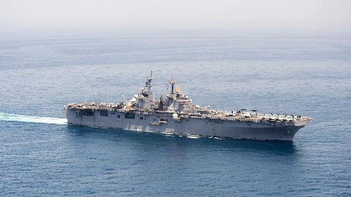"""美军舰击落一架伊朗无人机 称出于""""自卫""""目的"""