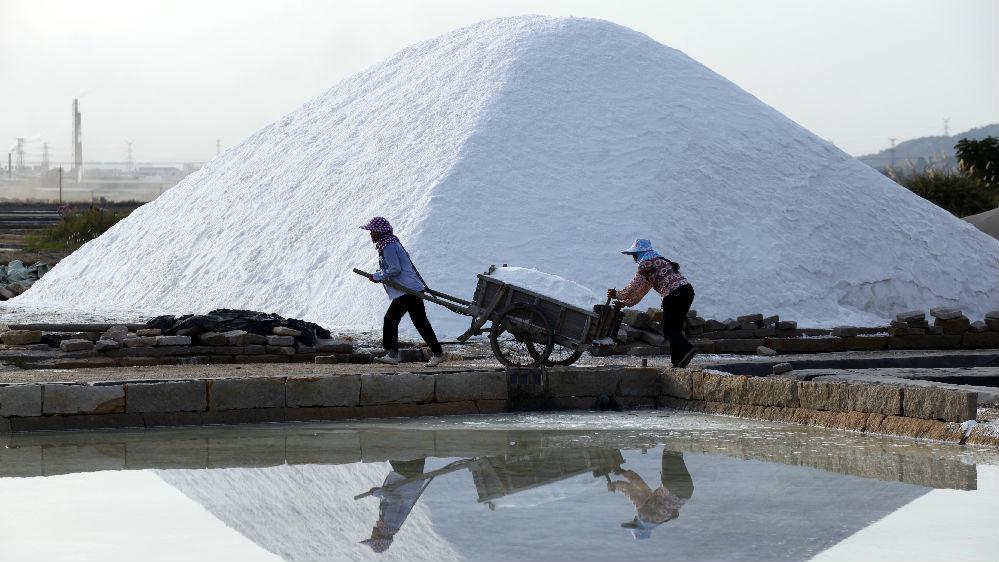 中国食盐摄入量超世卫建议上限一倍 英媒:减盐刻不容缓