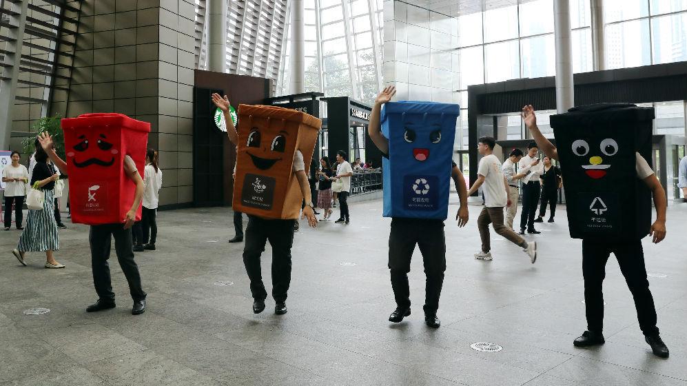 """人脸识别加VR技术 港媒:中国高科技加入""""垃圾战"""""""