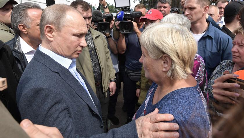 俄罗斯总统普京视察洪水灾区