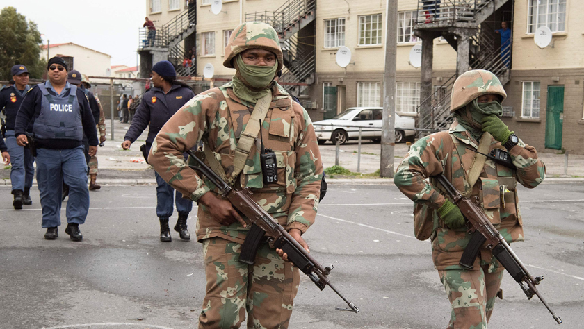 南非军队部署开普敦协助打击黑帮