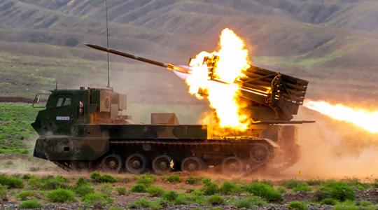战神咆哮!陆军卡车炮及远火实弹打靶