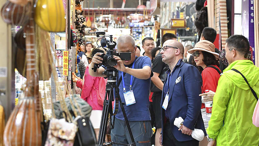24国媒体记者探访新疆 感受社会稳定民生改善 认可去极端化成就