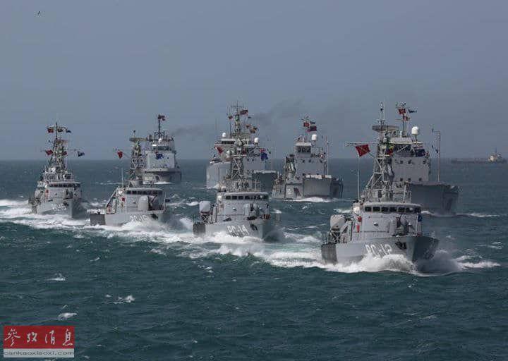 """委内瑞拉国防部宣布,自7月24日开始举行大规模军演,以纪念""""委内瑞拉国父""""诞辰236周年。 军演将分三阶段进行。图为参演的委海军舰艇。56"""