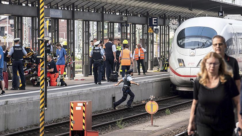 德国法兰克福一儿童被推入铁轨身亡
