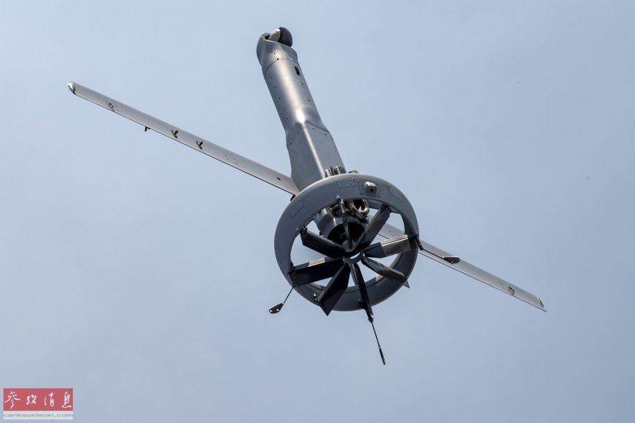 V-BAT无人机垂直起飞瞬间,可见尾部的涵道式风扇特写,其在起降阶段提供垂直升力,在转入水平飞行后,直接提供主动力飞行。