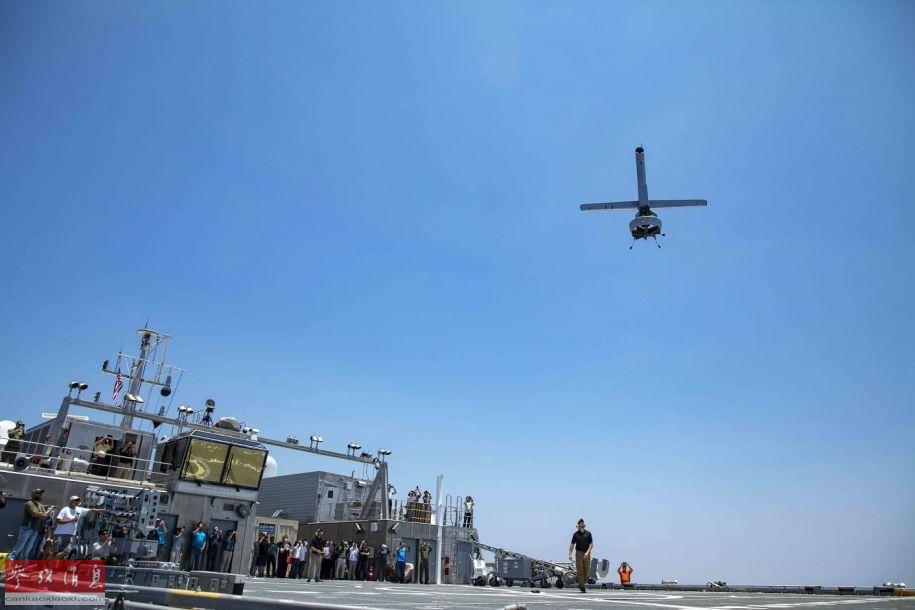 """近日,美海军公开一组""""先锋""""号(T-EPF-1)远征快速运输舰海上测试V-BAT尾座式无人机(起降时像导弹一样竖起,起飞时升力超过它的重量即可垂直上天,然后操纵机体下俯,转为平飞姿态,降落时反之)的照片,计划用于在加勒比海域和东太平洋的缉毒反走私行动。8"""