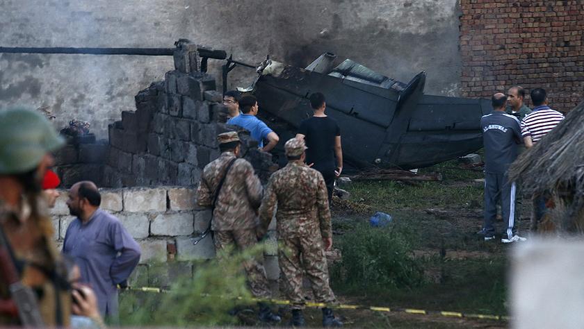 一架小型軍用飛機在巴基斯坦墜毀已致17人死亡