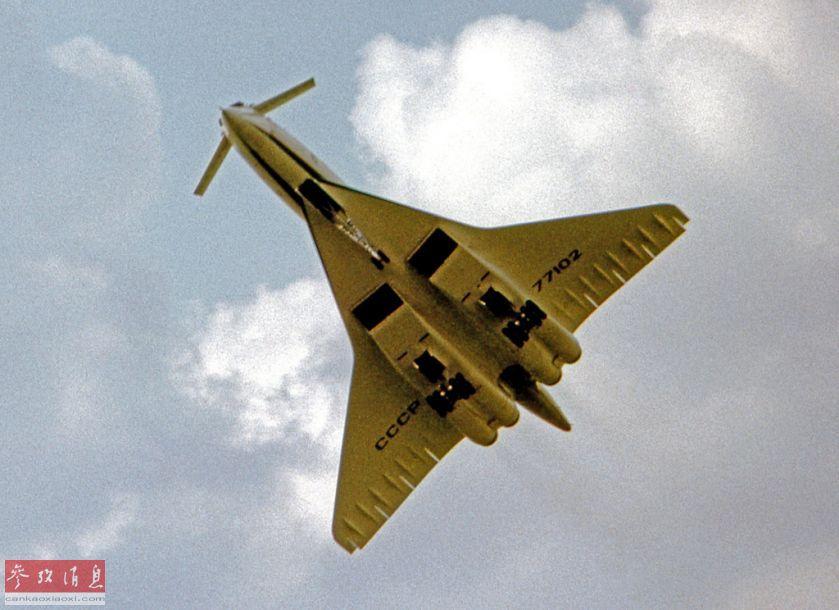 """图-144是历史上第一种超音速客机,由苏联图波列夫设计局于20世纪60年代研发,于1968年12月首飞成功,比著名的英法""""协和""""超音速客机早了4个月(1969年3月)。图为图-144飞行资料图。"""