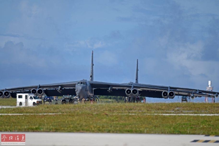 """7月28日,数架美空军B-52H战略轰炸机在位于关岛的安德森空军基地降落。美空军透露,这些B-52H常驻于北达科他州的迈诺特空军基地,此次轮换部署是为了继续进行美空军的""""持续轰炸机存在""""(CBP)任务。2"""
