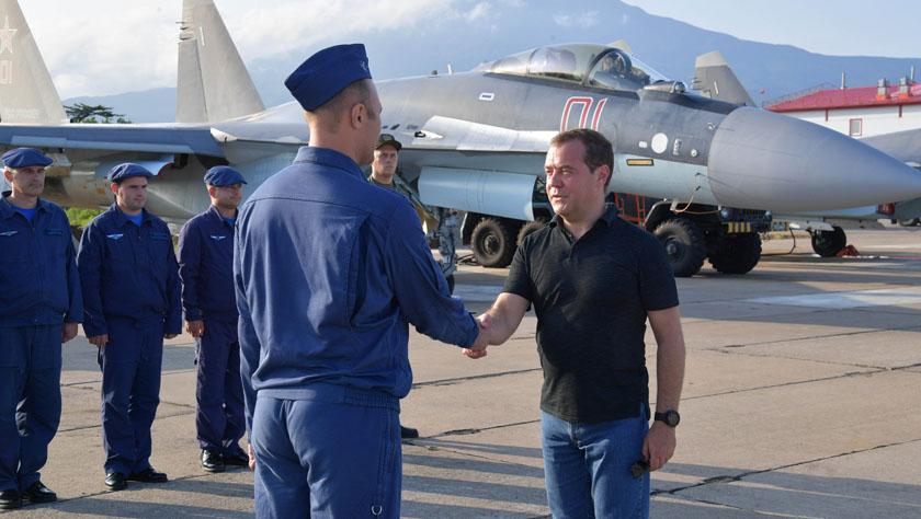 俄羅斯總理視察俄日爭議島嶼