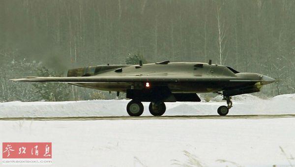 """俄""""猎人""""重型无人战机首飞成功 隐身性能好且可载8吨弹药"""