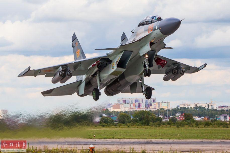 哈萨克斯坦空军的苏-30SM战机升空瞬间。
