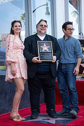 将拉美裔的骄傲带到好莱坞!墨西哥导演在星光大道上留名