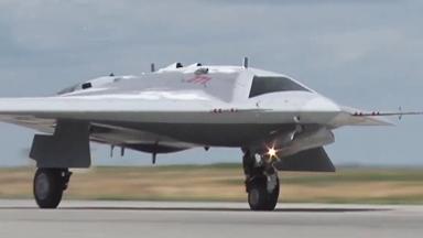"""俄版X-47B?""""猎人""""隐身无人战机首飞"""