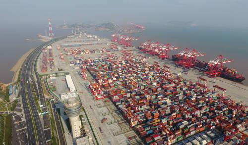 中国7月外贸数据转好 外媒:市场稍微松了一口气