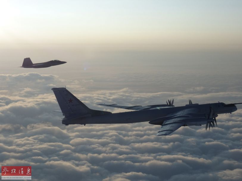 8月8日,2架美国空军F-22隐身战斗机与2架加拿大空军CF-18战斗机,升空拦截2架靠近阿拉斯加领空的俄空天军图-95战略轰炸机。据悉,俄轰炸机当时在靠近阿拉斯加海岸的国际空域飞行,并未直接进入美国或加拿大的领空。26
