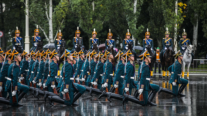 俄罗斯总统警卫团在全俄展览中心举行表演