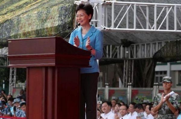 """暴力让香港滑向""""危险边缘""""!港府促市民支持警方果断执法"""