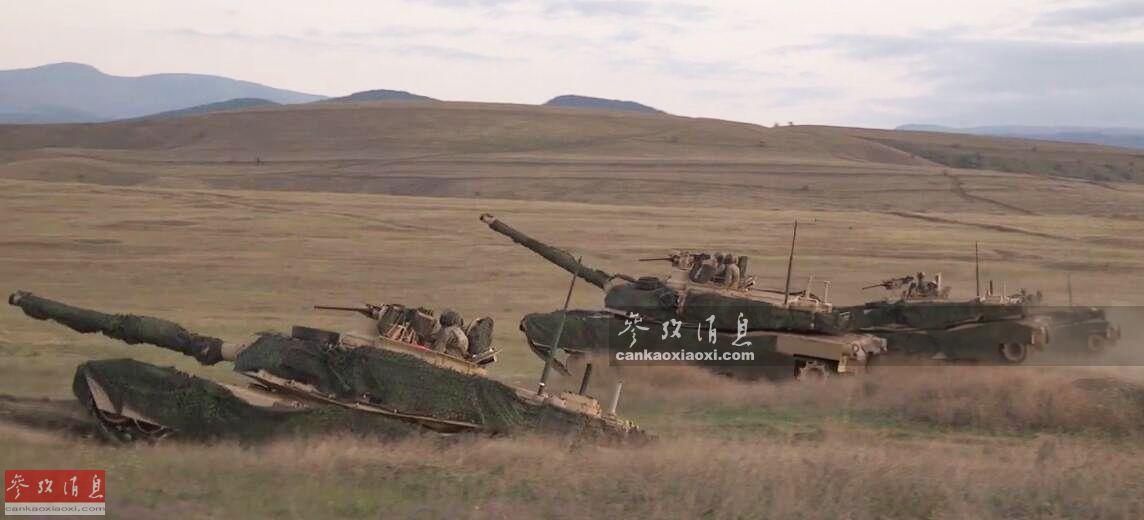 """8月3日,隶属于美陆军第1步兵师、第1装甲旅战斗队(ABCT)的M1A2坦克部队,在俄邻国格鲁吉亚的Orpholo训练场,参加了北约""""敏捷精神-19""""多国联合军演,针对俄军意味十分明显。此次美坦克部队演练了较罕见的训练课目,即""""快速进出简易坦克掩体"""",酷似武侠小说中的""""钻地术""""。图为参演的M1A2坦克冲出掩体瞬间。20"""