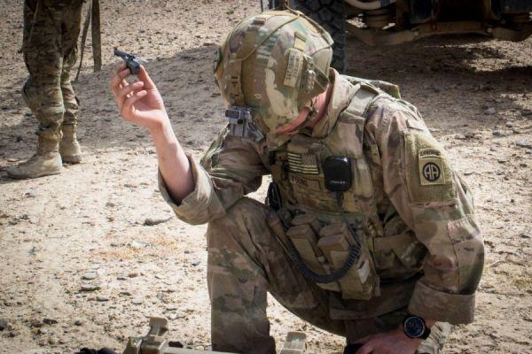 """""""黑色大黄蜂""""首次助力美陆军在阿富汗执行巡逻任务"""