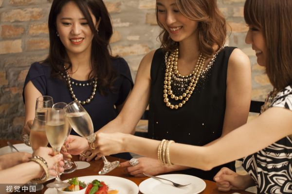 日媒:日本女人为何比男人更爱喝酒?